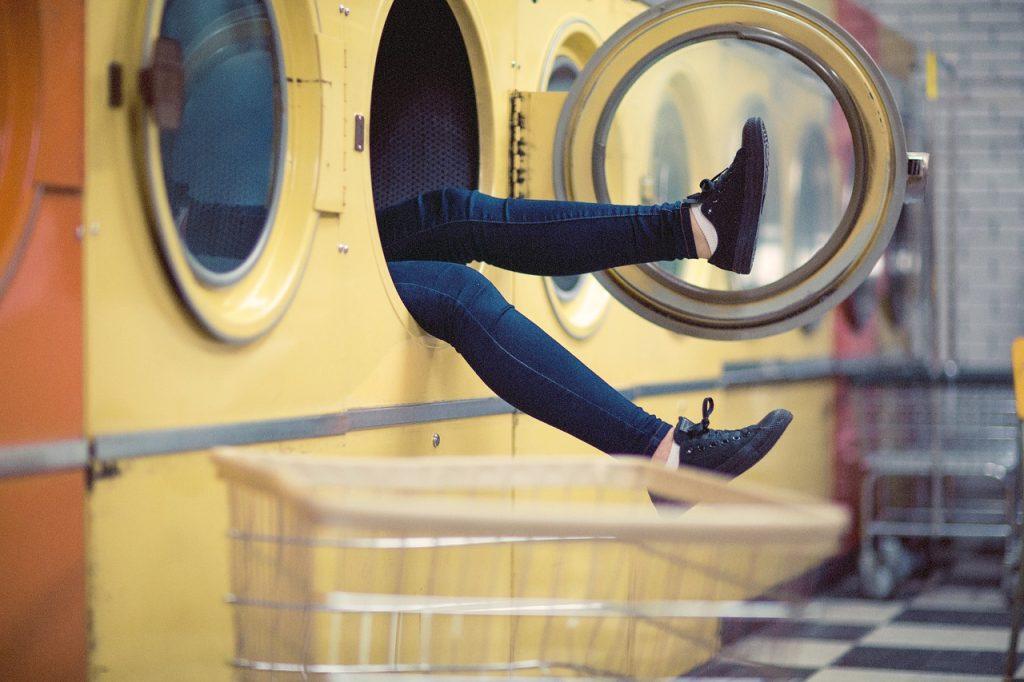 מישהו במכונת כביסה